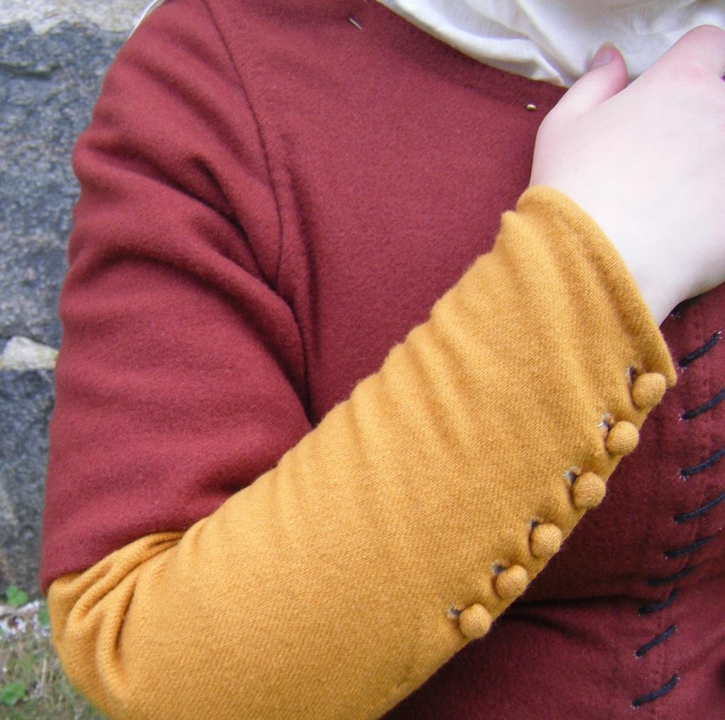 Borgeby 2011 - Arm of a kirtle